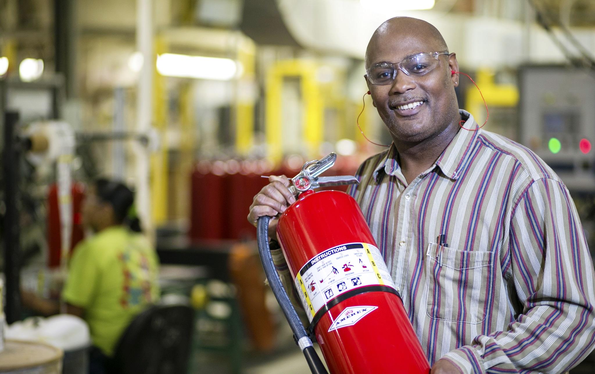 AMEREX_1.10.13_Production_Extinguisher Assembly_Bo Richardson 6